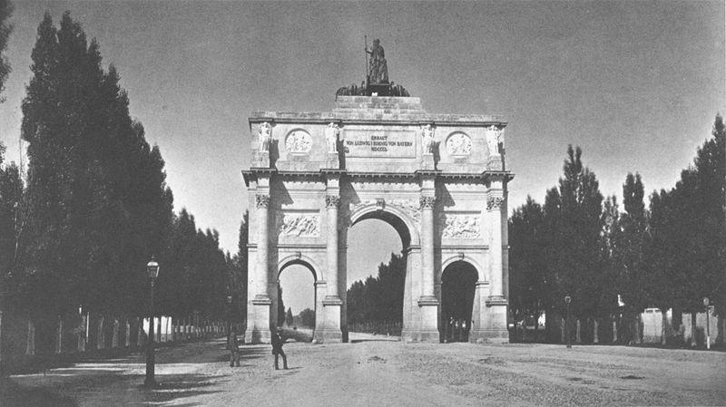 Das Bild zeigt das Münchner Siegestor