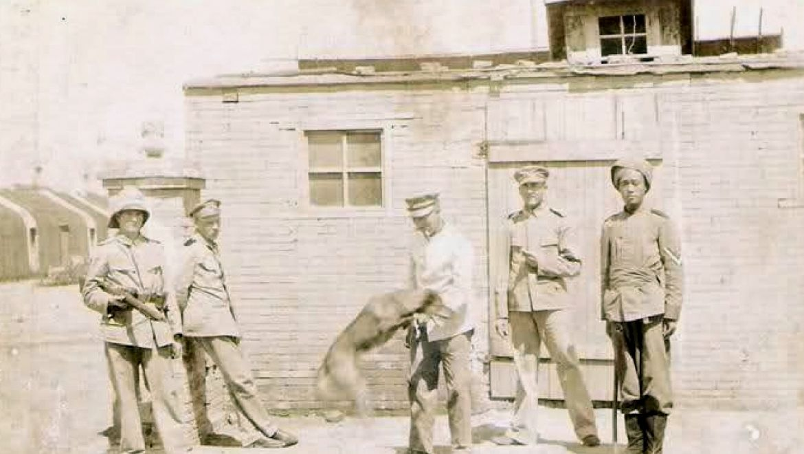 Deutsche Soldaten in Qingdao, undat. (c) Wikimedia Commons.jpg https://commons.wikimedia.org/wiki/File:German_officers_in_Qingdao_1900.jpg