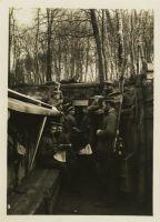 Abbildung 2: Soldaten beim Lesen von Feldzeitungen an der Westfront. Quelle: BfZ/WLB, WK1, 92.