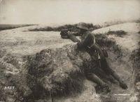 Abb. 1: Kriegsfotograf im Schützengraben. Quelle: BfZ/WLB, WK1, Nr.131