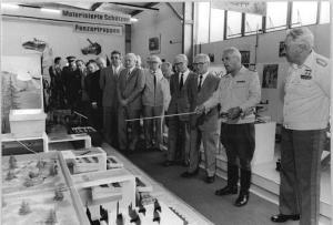 Abb. 4. Honecker lauscht (BA, Bild 183-1984-0621-024)