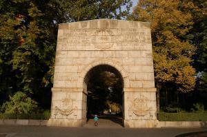 Rundbogenportal