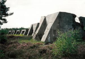 Zieldarstellung auf dem Schießplatz Kummersdorf 1998 - Foto: Karin Nagel