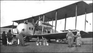 Das Bild zeigt eine Vickers Vernon im Irak, um 1921.