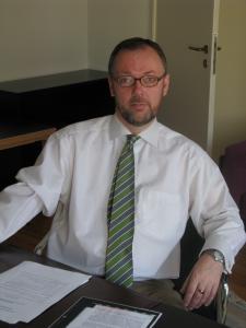 Dieses Bild zeigt Dr. Alaric Searle