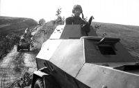 Panzersteppenfront auf dem Marsch im Montagebereich der Aufklärungseinheit BA-64.  Richtung Belgorod. Zweite Julihälfte 1943 (RGAFKD)
