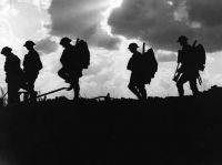 Ernest Brooks, Troops moving up at eventide (Foto 1917, NLS, http://digital.nls.uk/74546492)