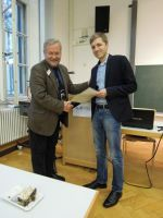Prof. Dr. Stig Förster (1. Vors., Laudatio) und Lukas Grawe, M.A. (Preisträger)
