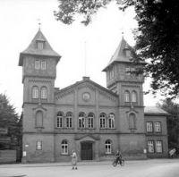 Prozessort Bergen-Belsen-Prozess, vormals Turnhalle Lüneburg (Foto: Wilkes (Sgt) No 5 Army Film and Photographic Unit)